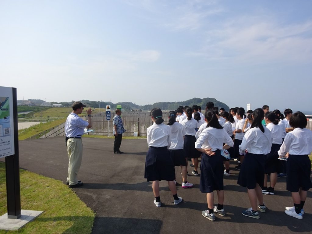 津波被害地区を訪れた高校生たち
