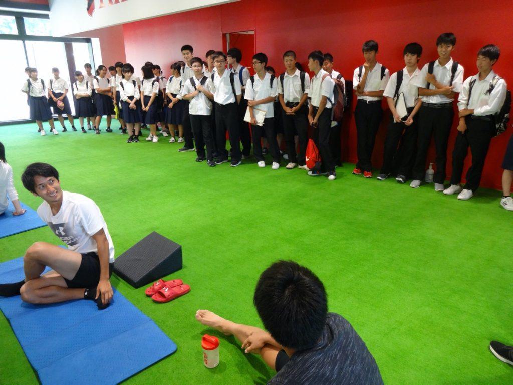 いわきスポーツクラブを訪れた高校生たち