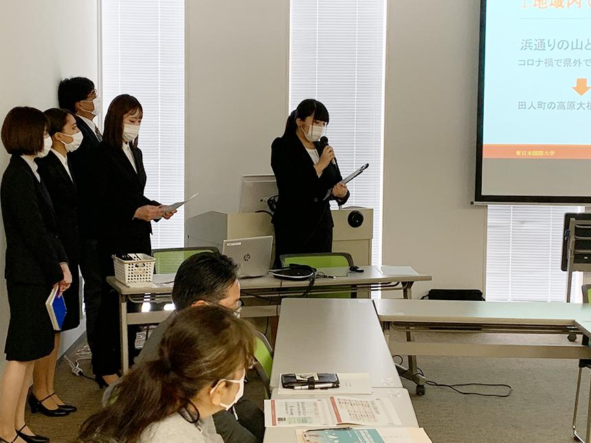 東日本国際大学のゼミ成果報告会の様子